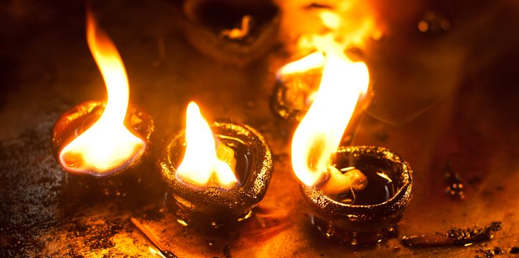 hindu-oil-lamp-burning-main